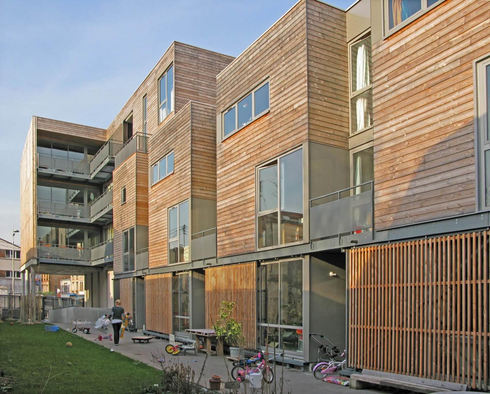 graam-diwan-02-logements-montreuil-exterieur-bardage-bois-cour-partagee-jardin