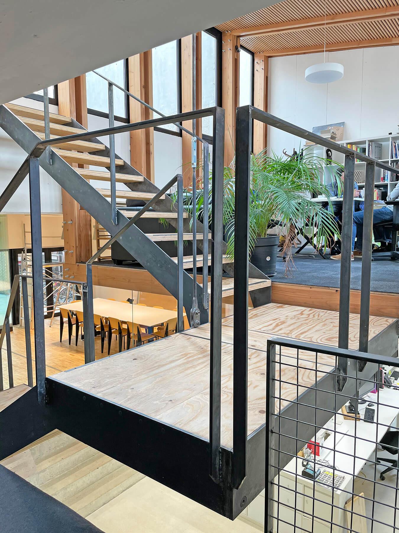 graam-escalier-agence-vue-mezzanine