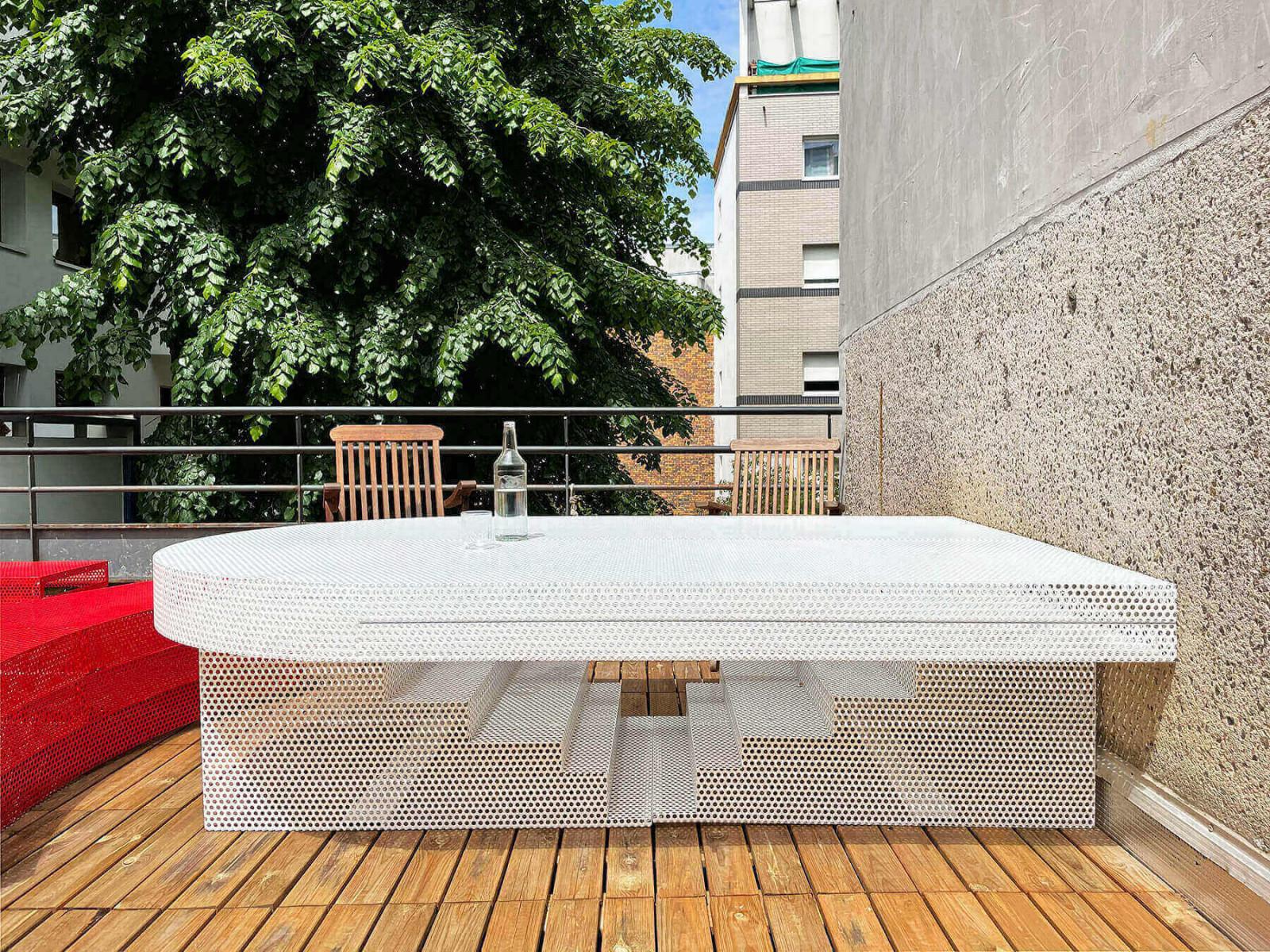 graam-meuble-exterieur-terrasse-agence-rouge-blanc-tole