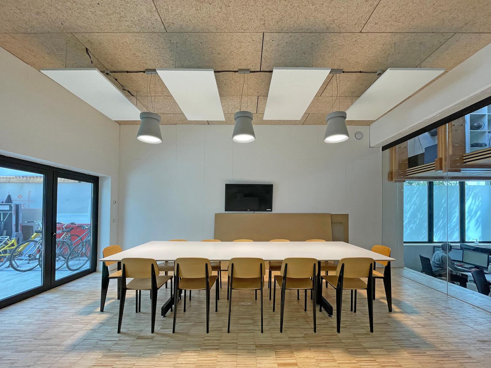 graam-table-reunion-bois-agence