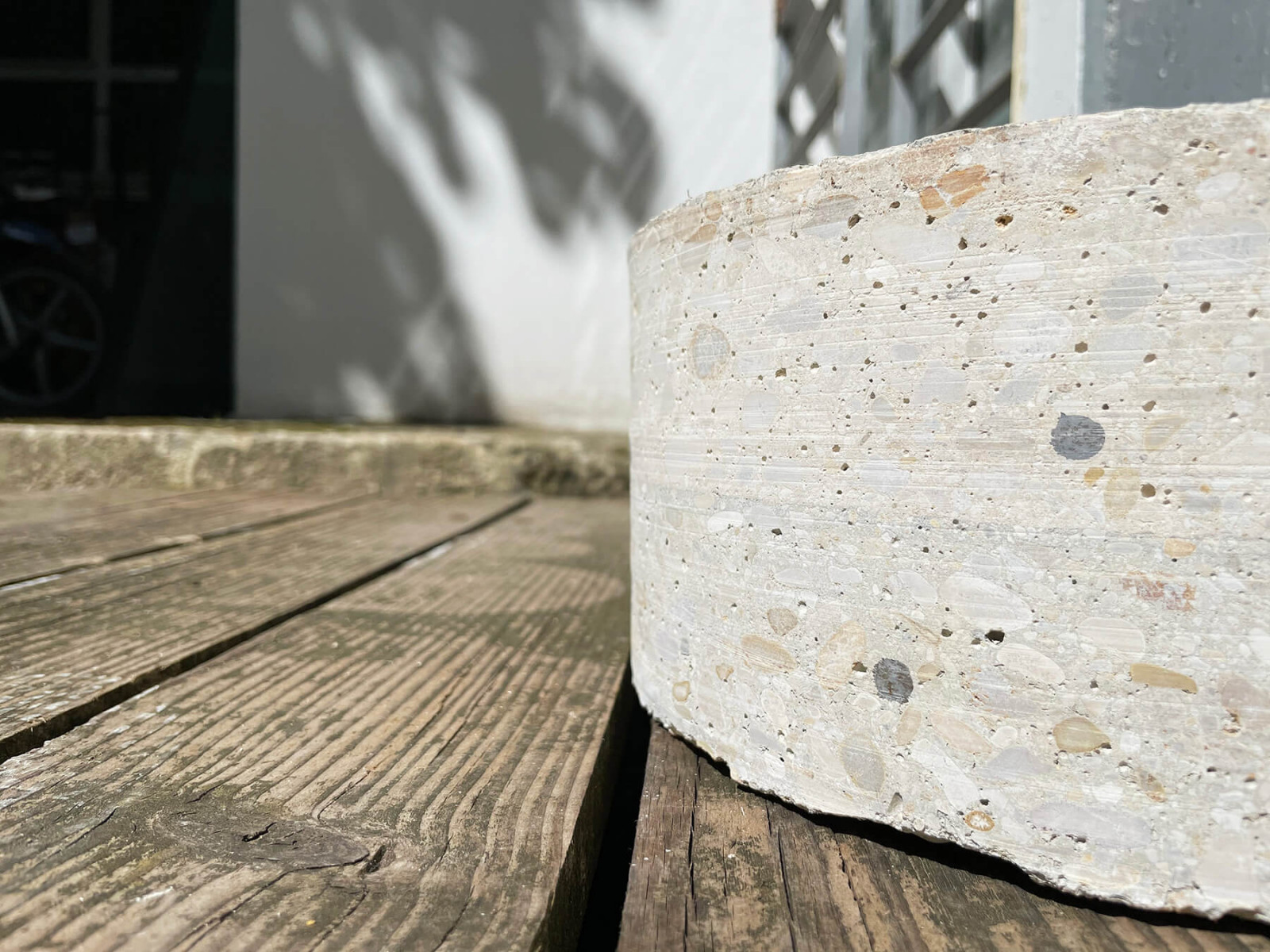graam-tabouret-beton-assise