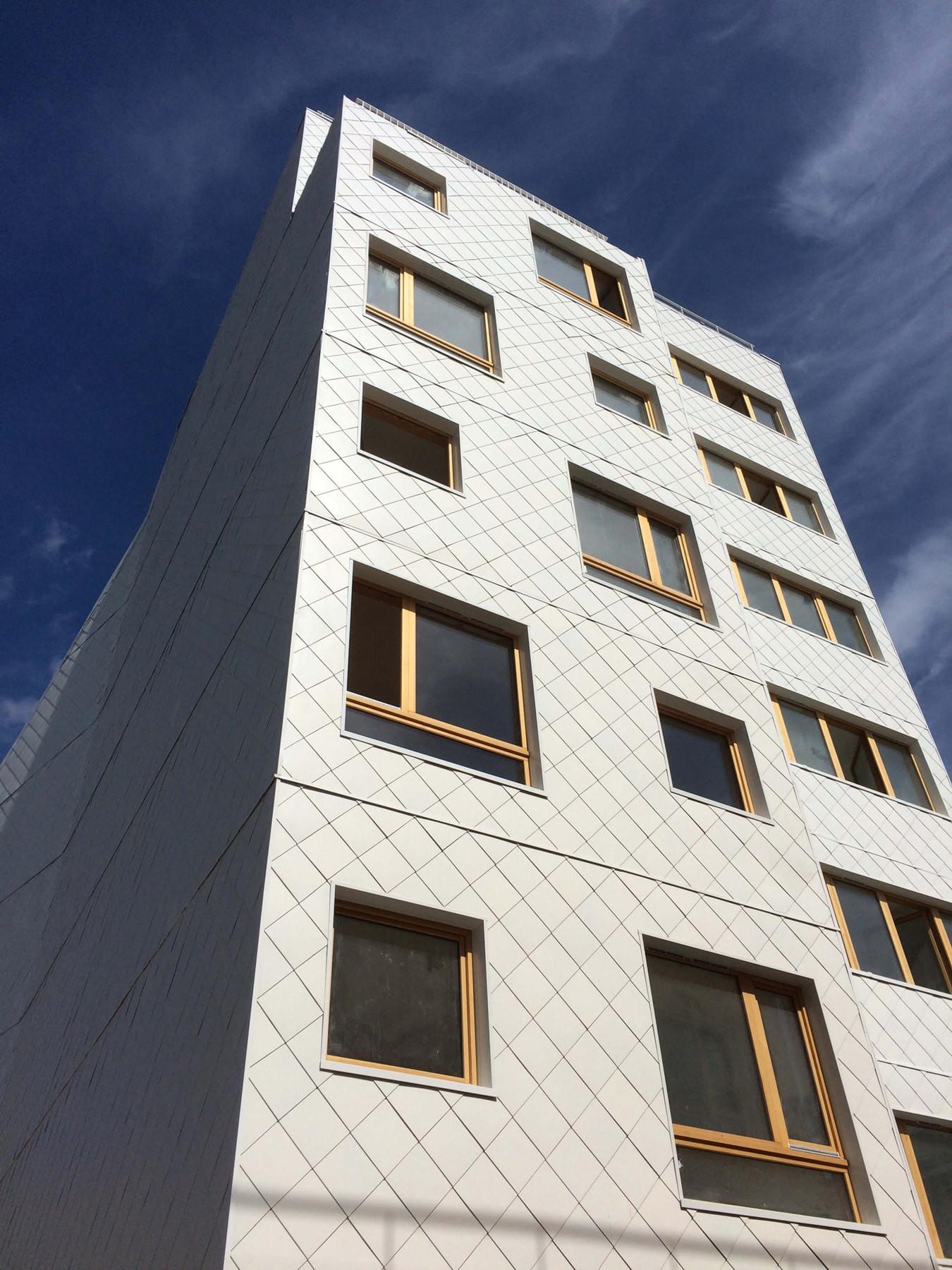 graam-wolokura-02-logements-montreuil-exterieur-bardage-ardoise-cour